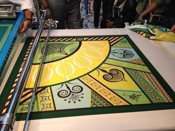 49928ebbb65 Hermès e o incrível processo de criação de um cachecol de seda ...