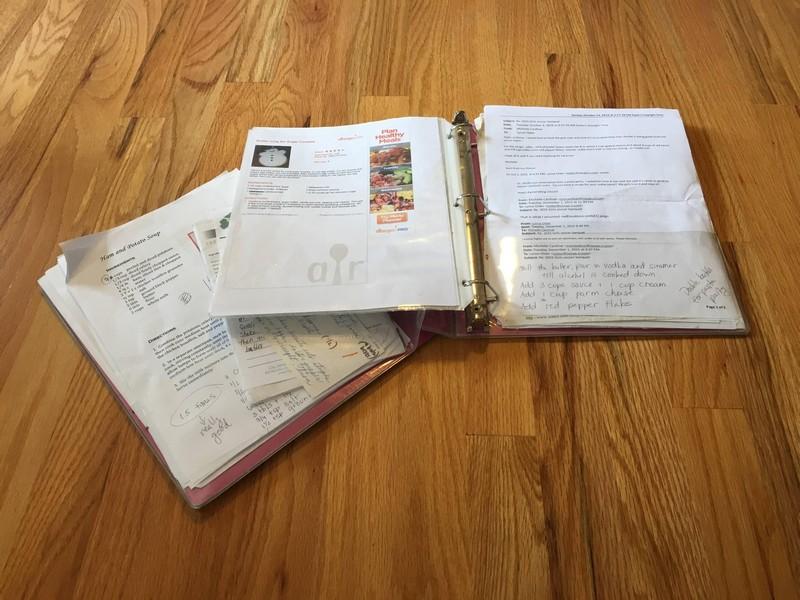 designer-recria-o-antigo-caderno-de-receitas-da-mae-e-o-resultado-e-incrivel-1